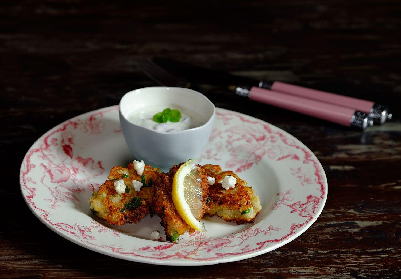 Ottolenghi : croquettes de chou fleur aux épices douces, sauce au yaourt citronné à la menthe