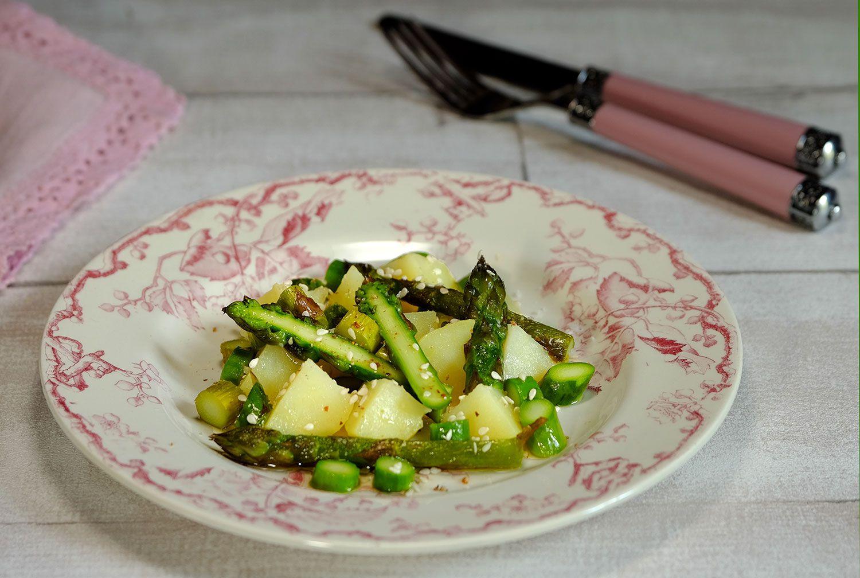 Salade de pommes de terre nouvelles et asperges vertes au sésame