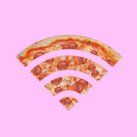 """All I need is pizza & wi-fi"" - © Alessio Franceschetto"