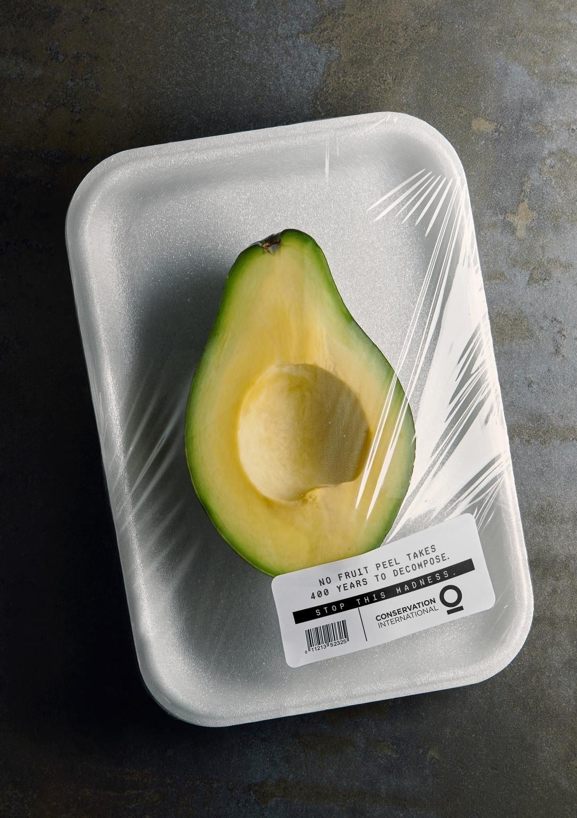 """Conservation International : """"No fruit peel takes 400 years to decompose. Stop this madness"""" I Agence : Mullenlowe SSP3, Bogotá, Colombie (mars 2019)"""