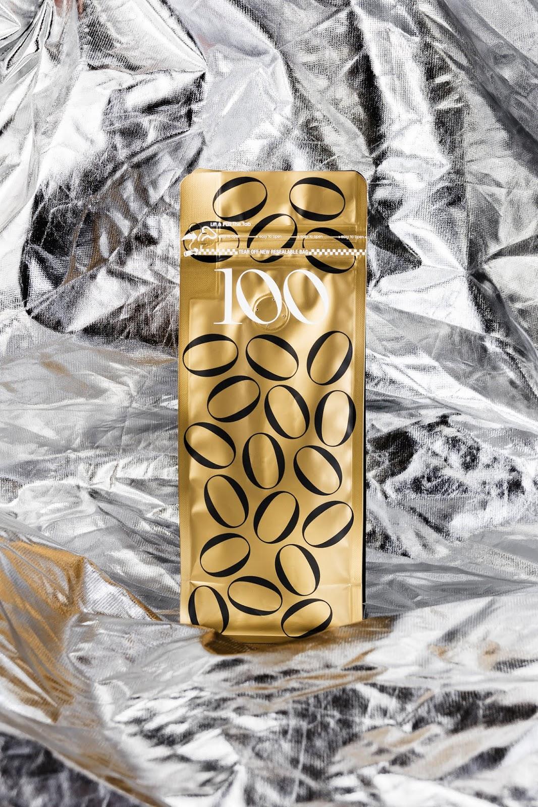 """Cafés el Magnífica :  """"100"""" (café : packaging collector pour les 100 ans de la marque) I Design : Requena Office, Barcelone, Espagne (juillet 2019)"""