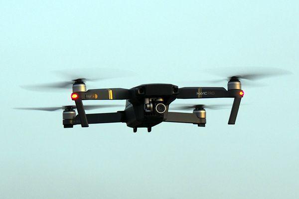 C'est la première fois que je vois un drone, et c'est assez impressionnant