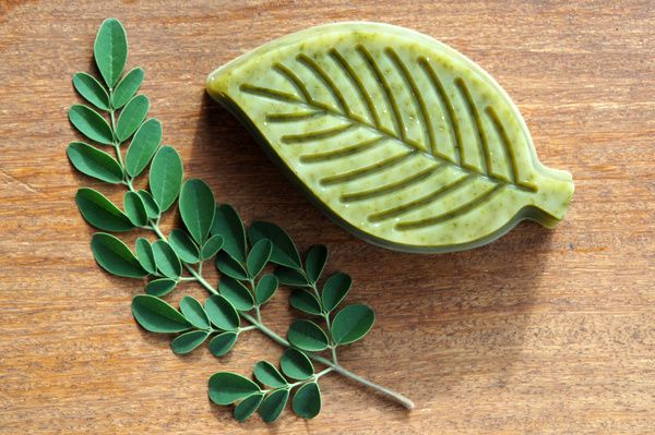Recette 1 avec 32% d'huile de moringa et 2cs de poudre de Moringa. Sa couleur verte devient vite plus foncé pendant la cure.
