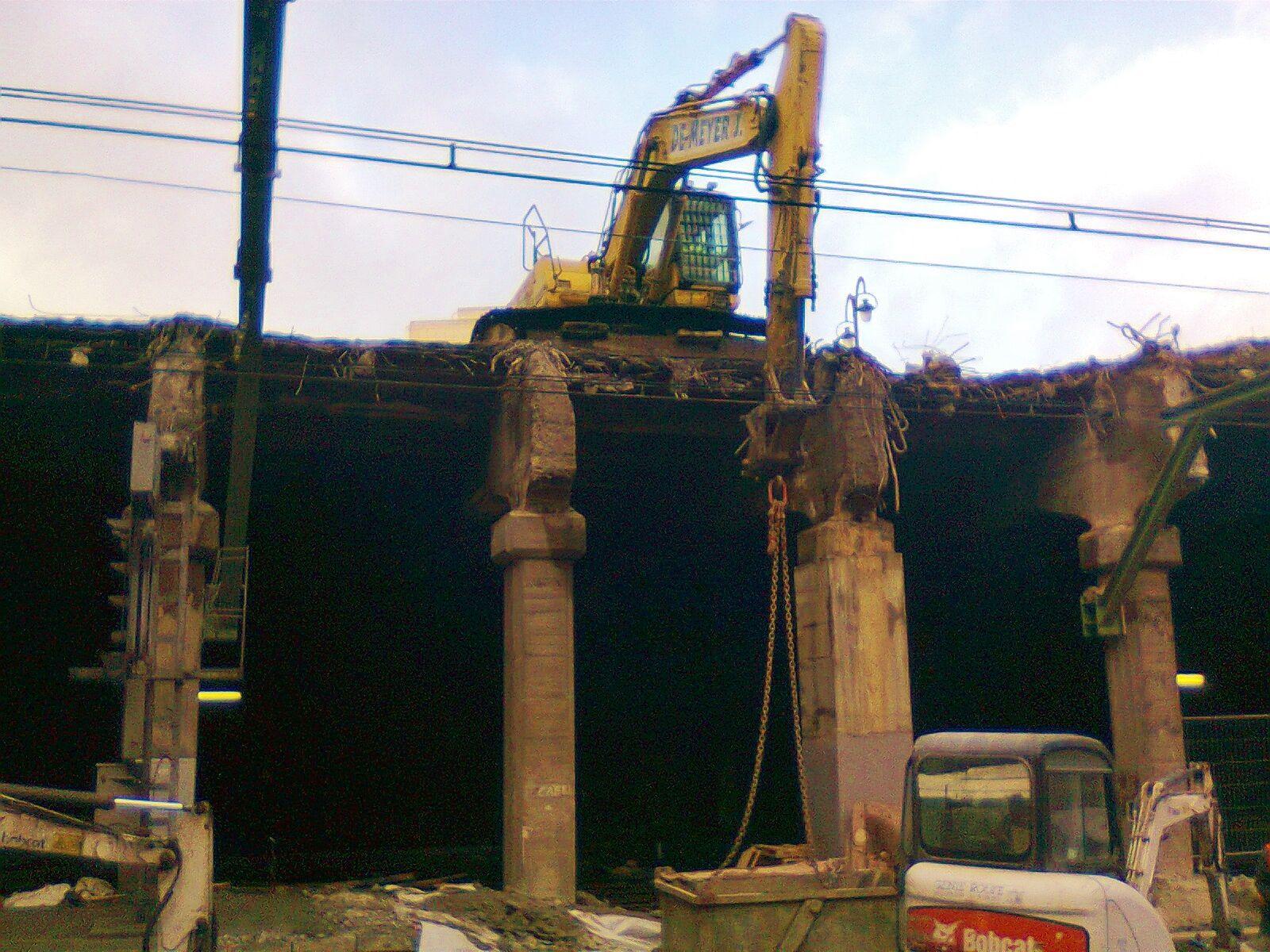 Le 14 décembre : la position de cette machine peut faire peur...  Les voies 2 et 3 sont complètement à ciel ouvert.
