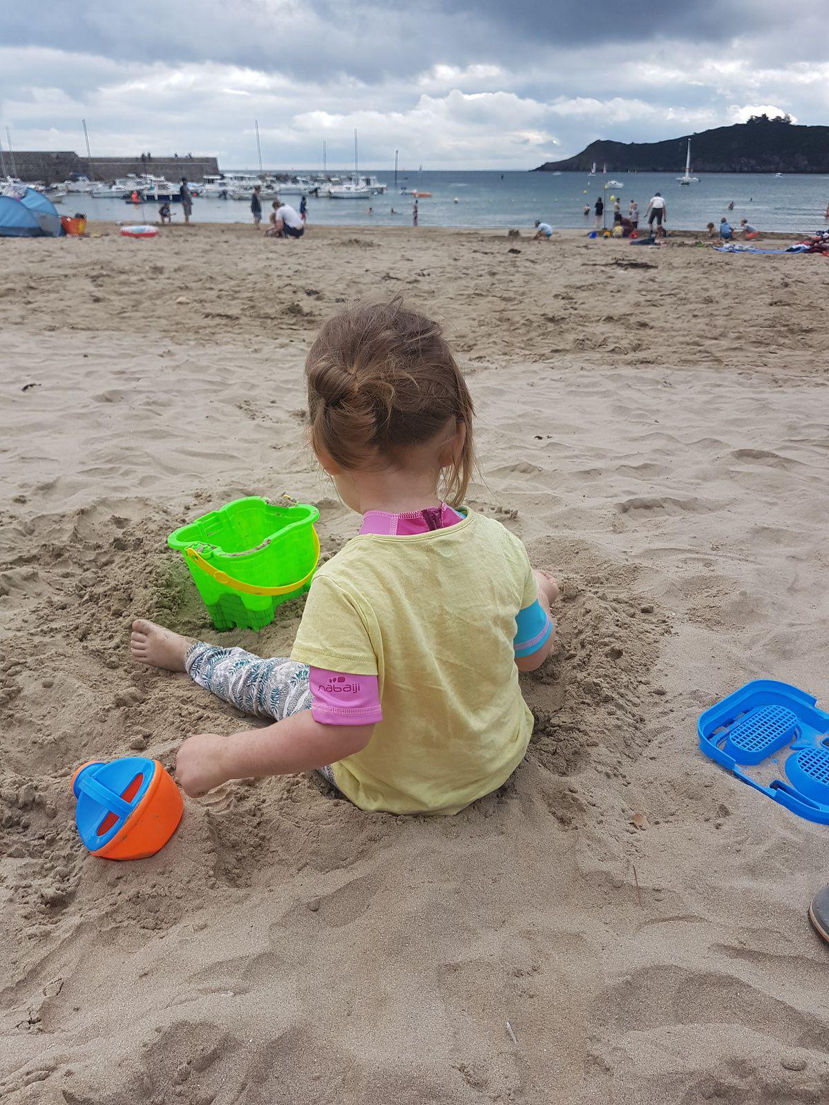 {Bretagne} La plage et une baby girl