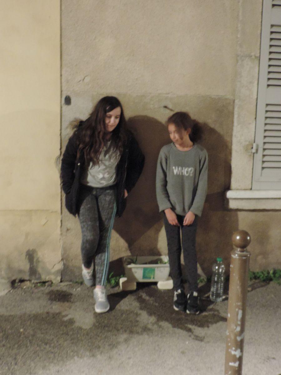 Laura-Ambre et Maguelonne, collégiennes en pédagogie Freinet à Jean Jaurès.