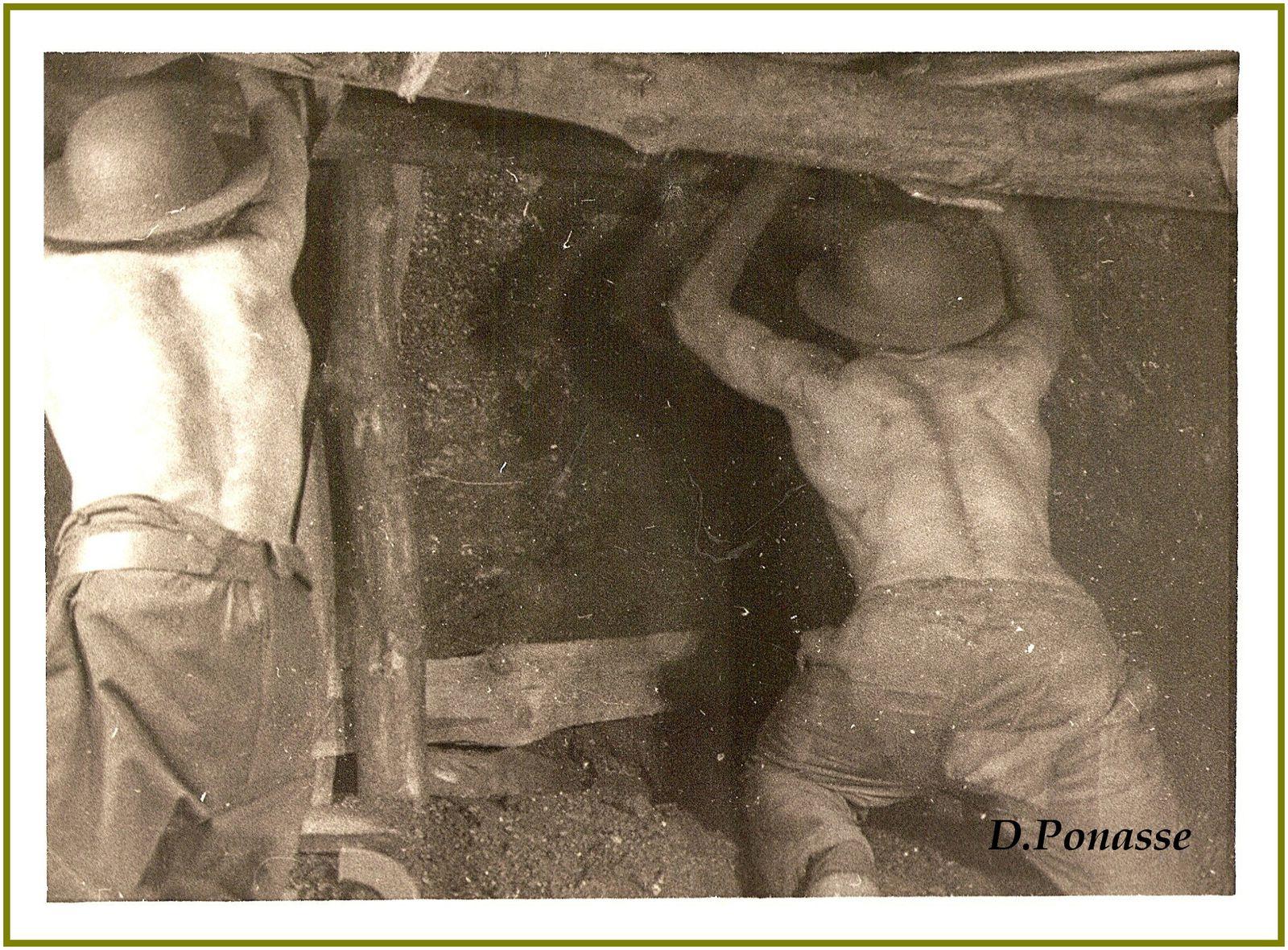Photos argentiques rares d'une personne qui me les a envoyées et qui les détenait de son père.Merci Mr Ponasse