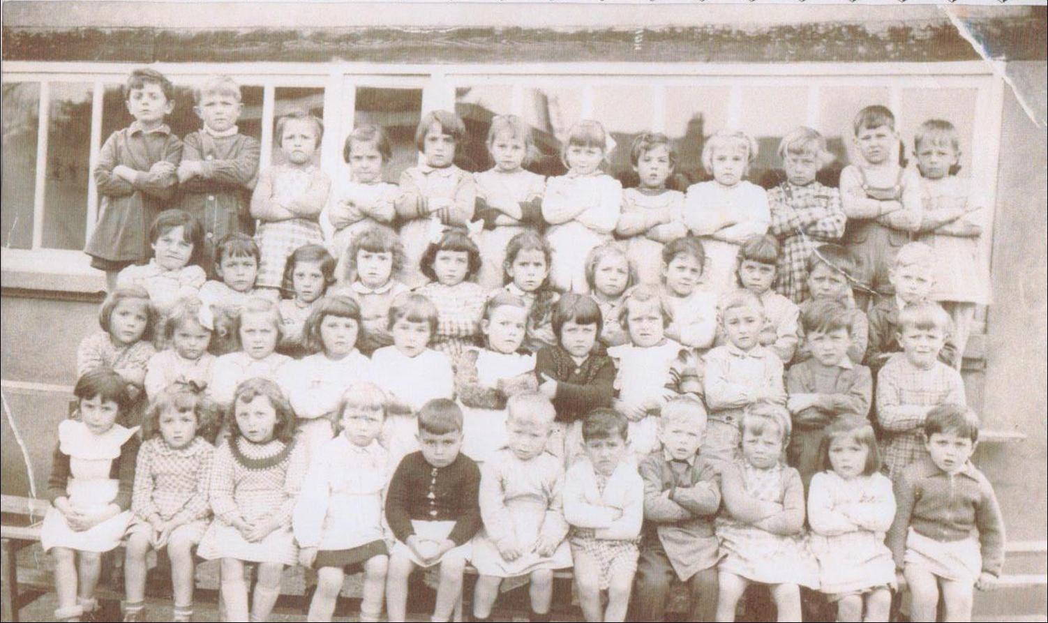 Généalogie:                      Album photos de classe de Charbonnier de 1934 à 1972