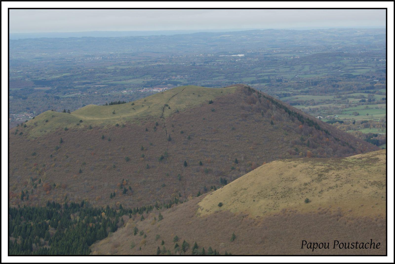 Vues sur les volcans, sur la plaine et les plateaux