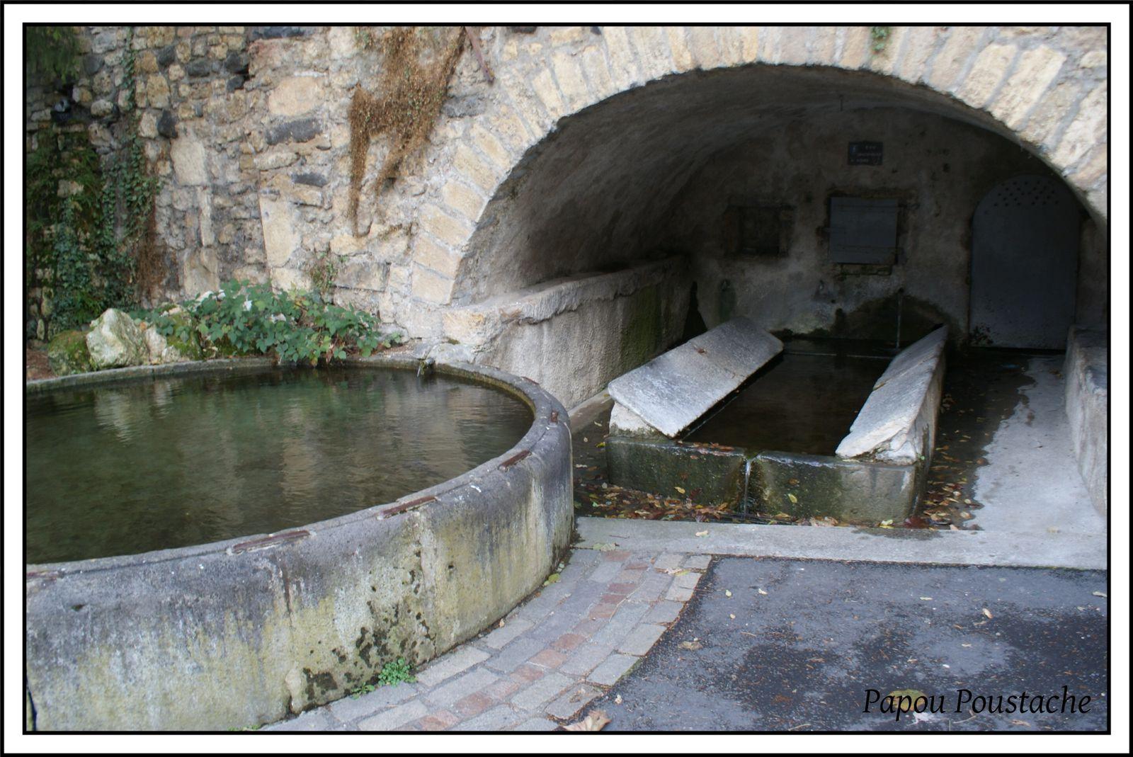 Fontaines,croix et chapelle à Saint Saturnin