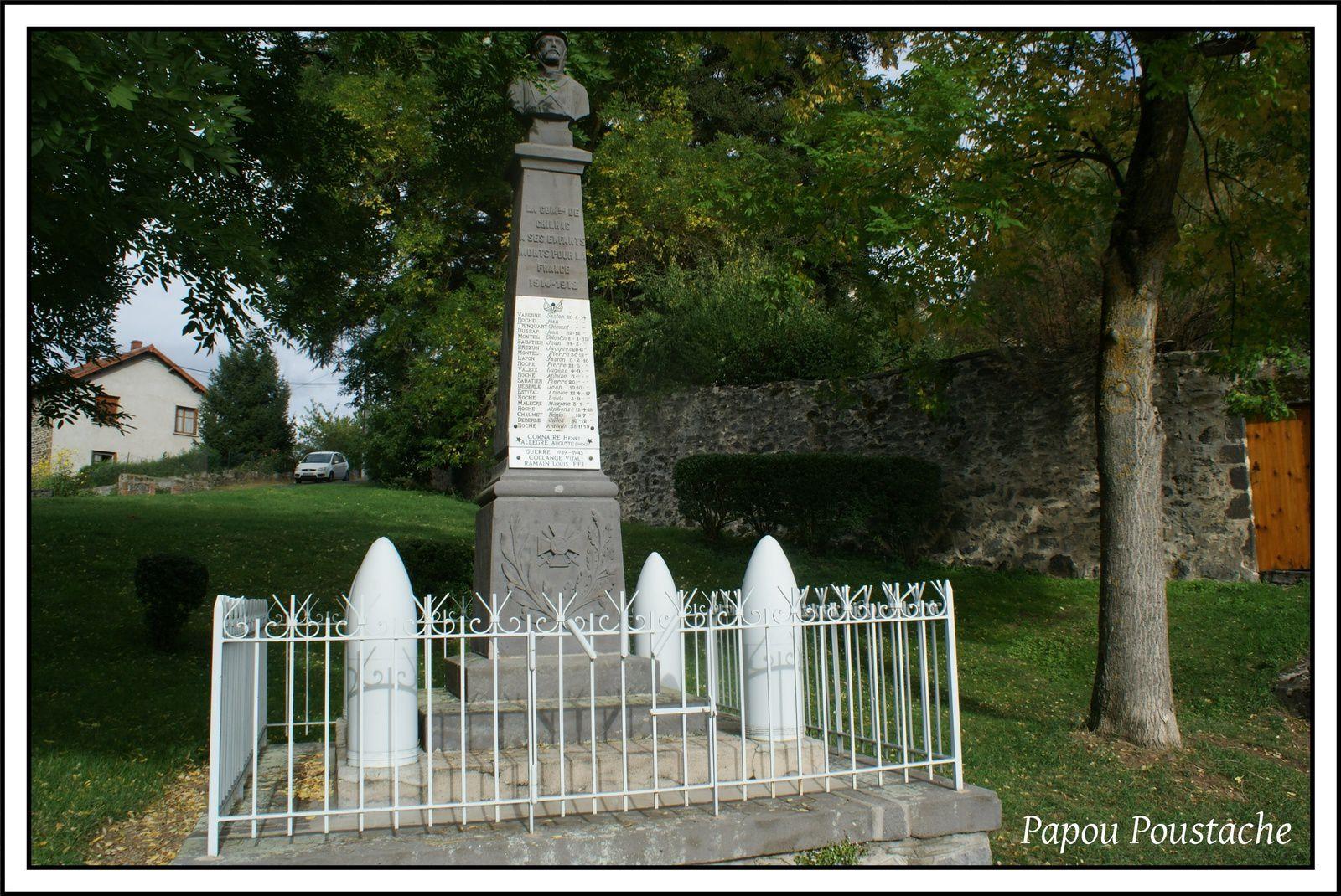 Chilhac: Croix,fontaines et monument