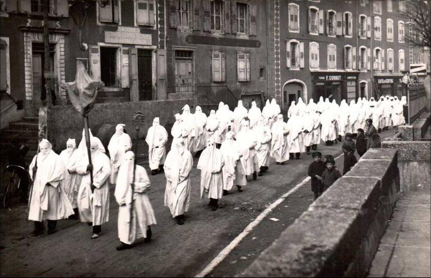 Les pénitents blancs de Saugues