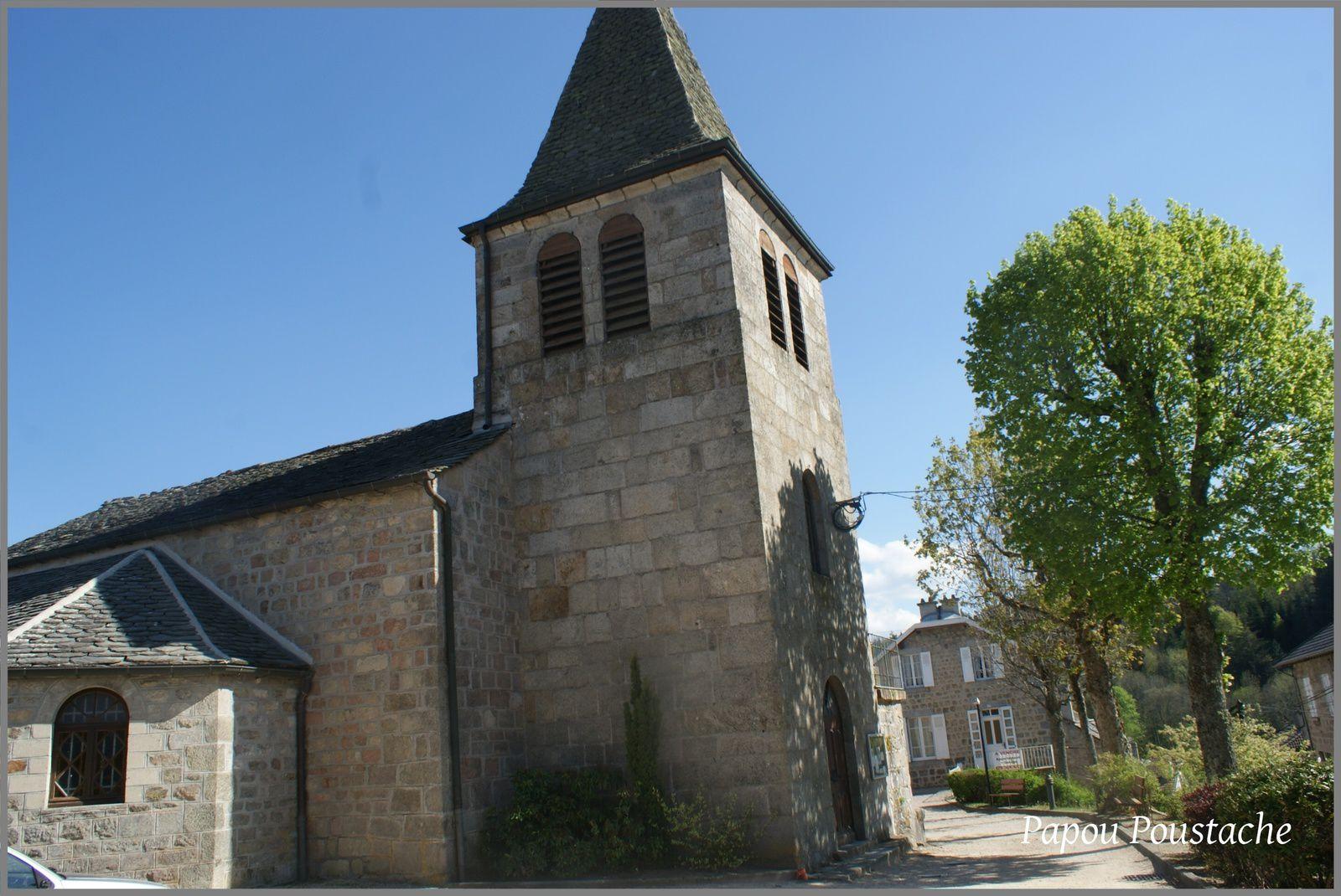 Eglise et monument au Chambon sur Lignon