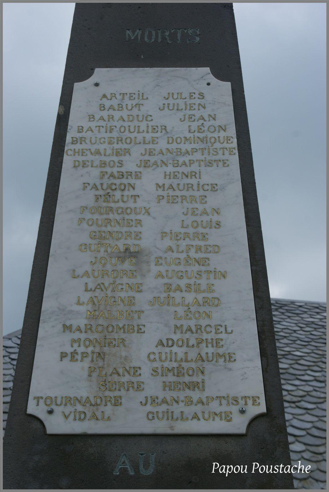 Saint Bonnet en Condat:La fontaine et le monument