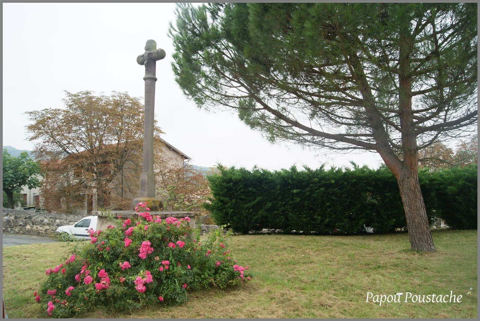 Monument et croix à Pérignat sur Allier