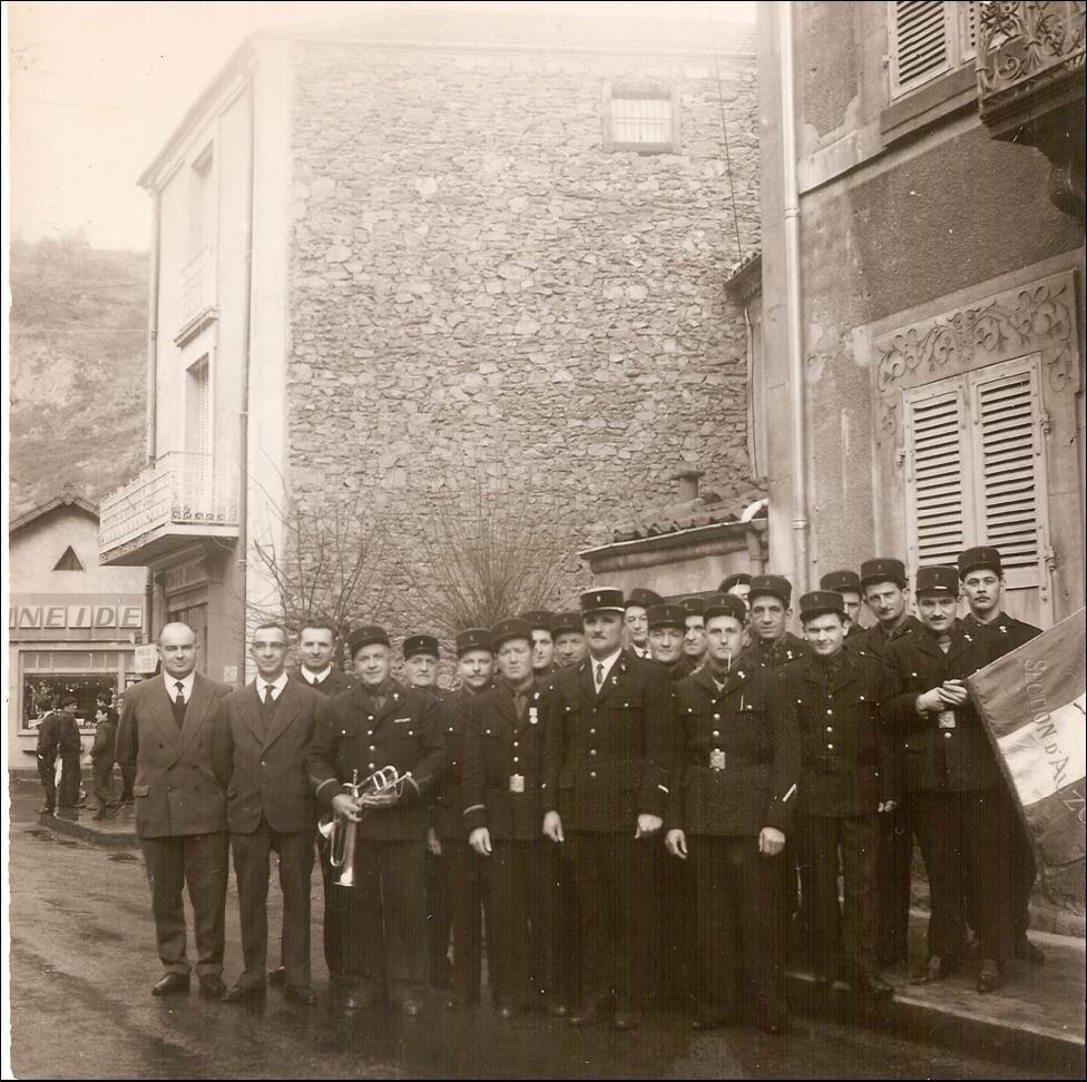Album d'Auzon:Les pompiers et anciens combattants