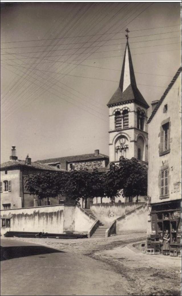 L'eglise,la poste et la maison du peuple à Chidrac