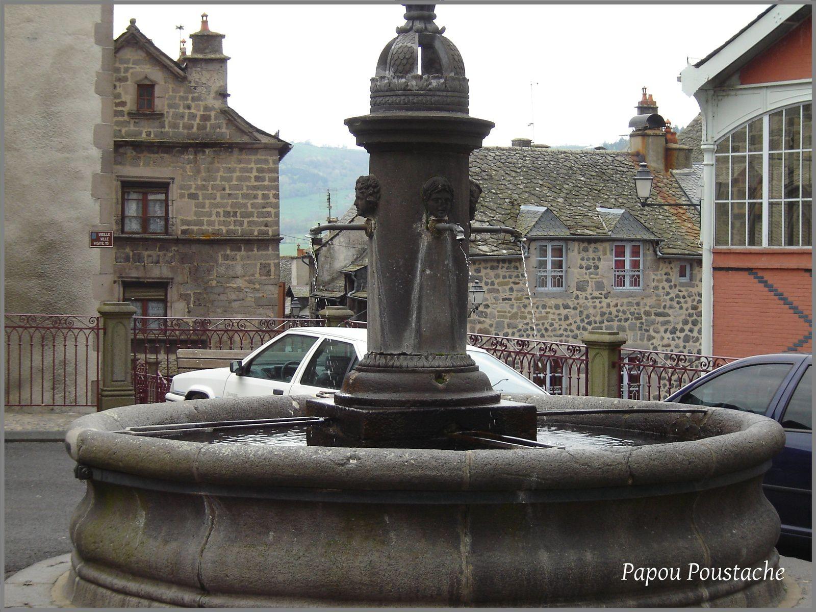 Fontaines et vitrines à Murat
