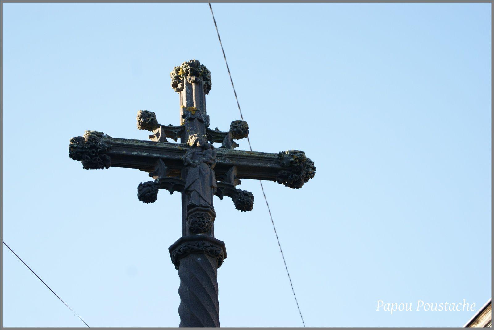 La croix de la Placette à Saint Cirgues