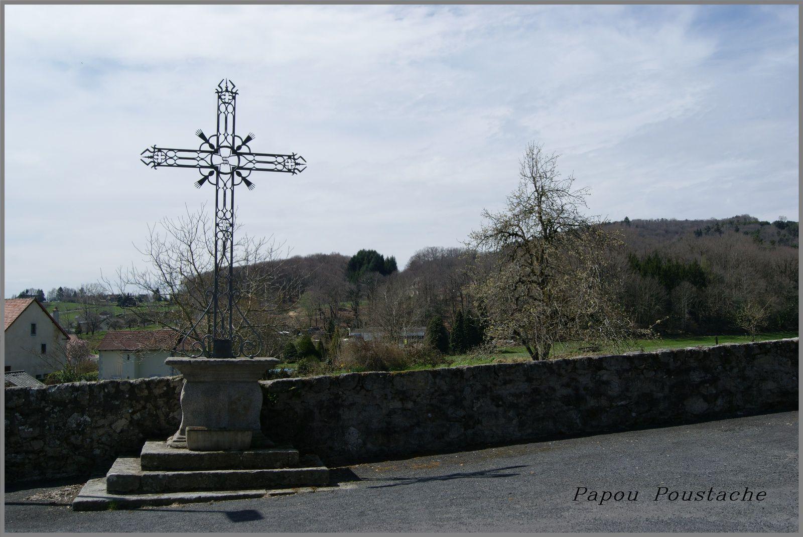Croix et monument à Sansac Veinazes