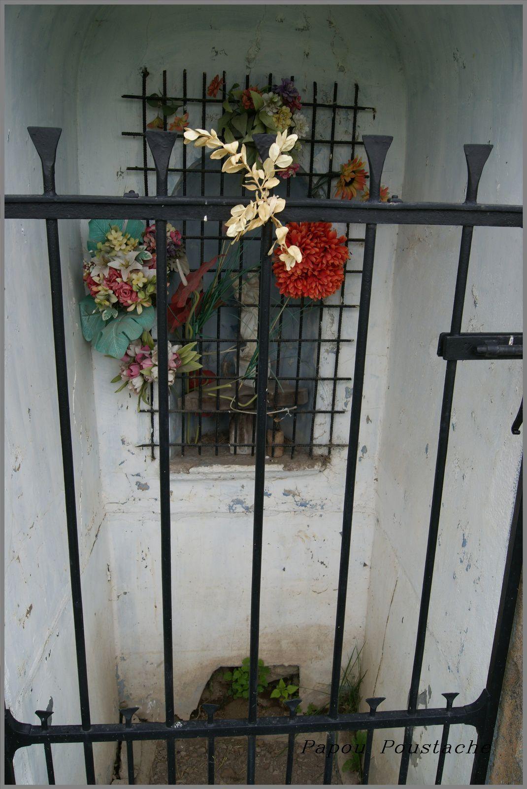 Autour de la chapelle dédiée à Reine d'Alise