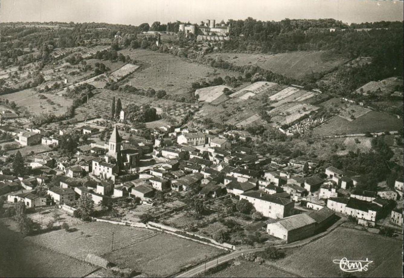 Le village de Ravel dans le Puy de Dome