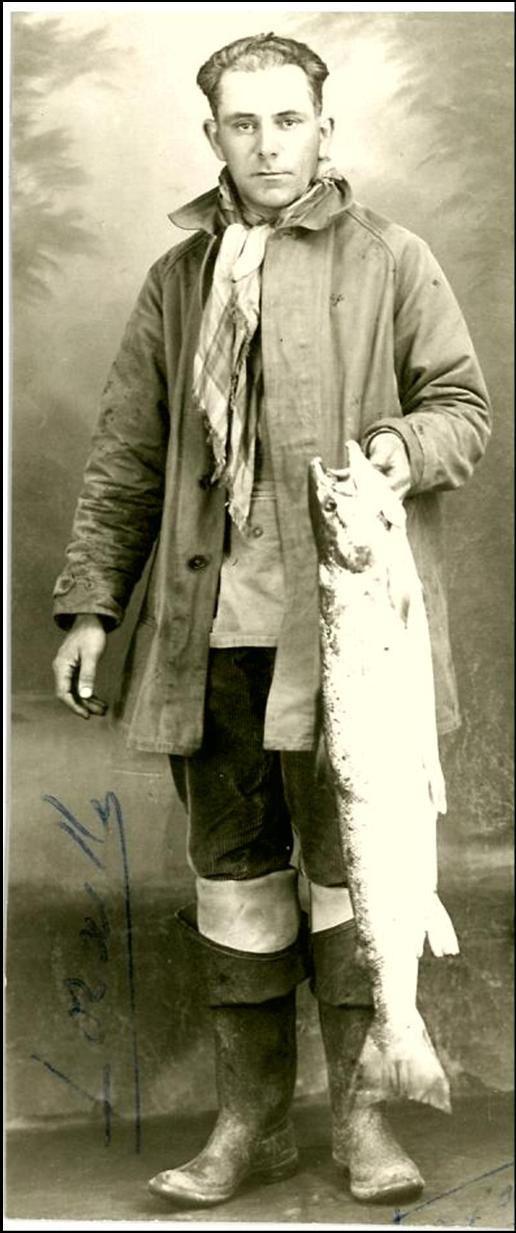 Peche au Saumon dans l'Allier en 1940