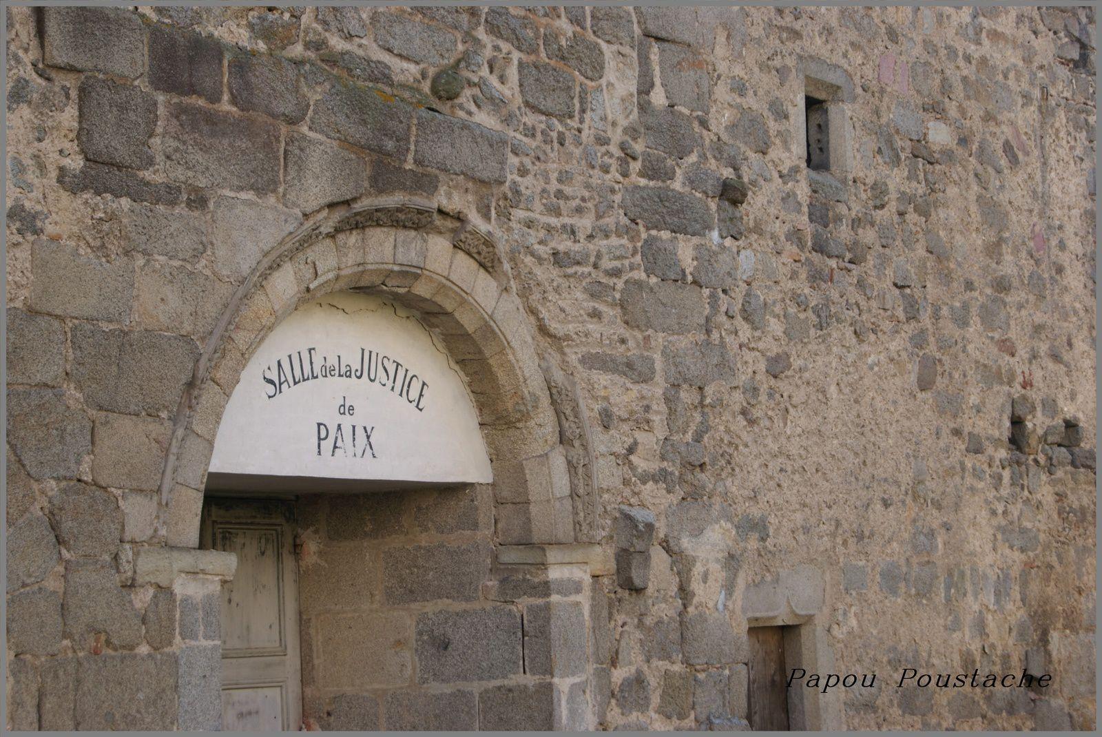 Eglise romane de st Dier d'Auvergne et l'ancien prieuré