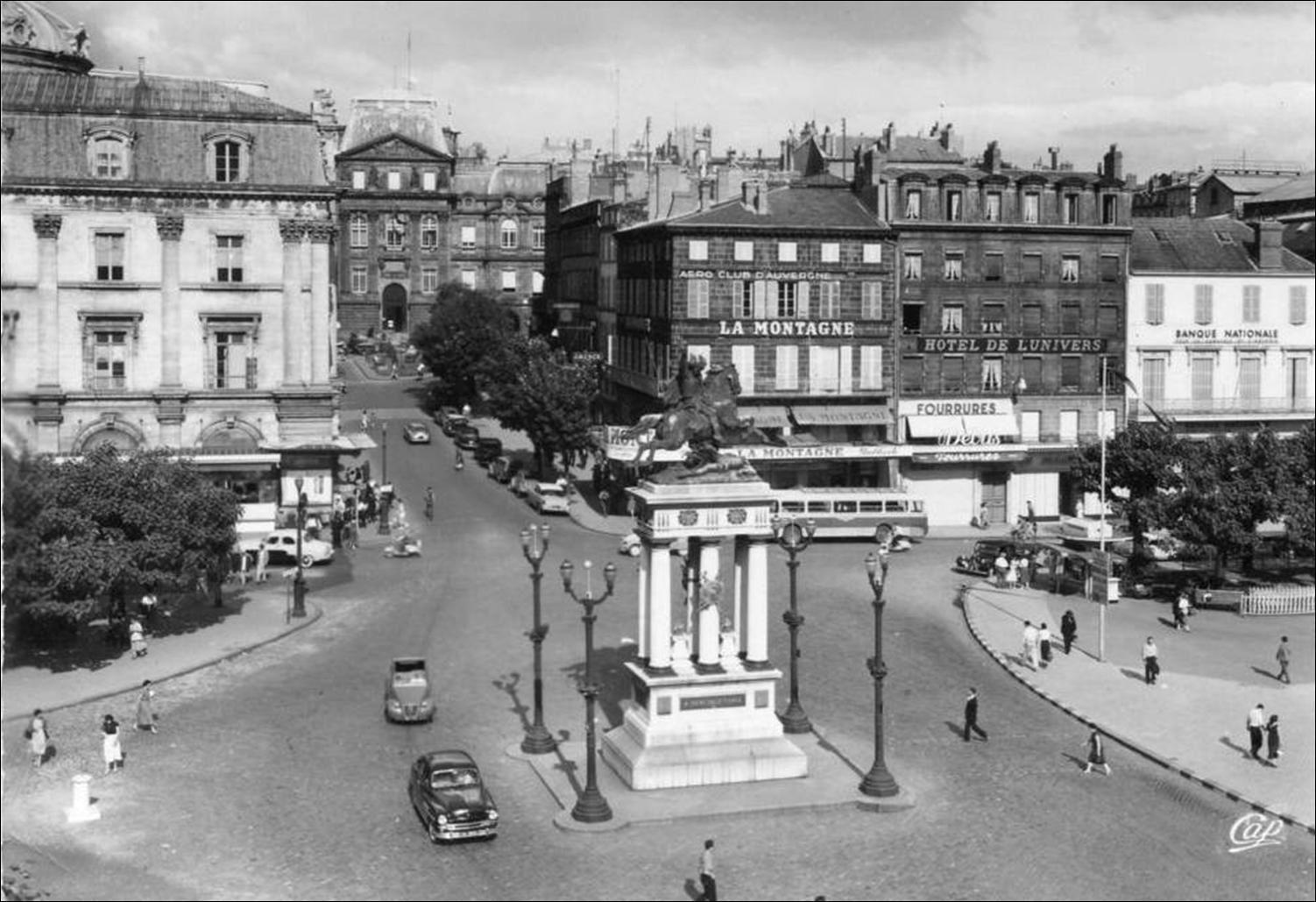 Place de Jaude à Clermont Ferrand années 50-60
