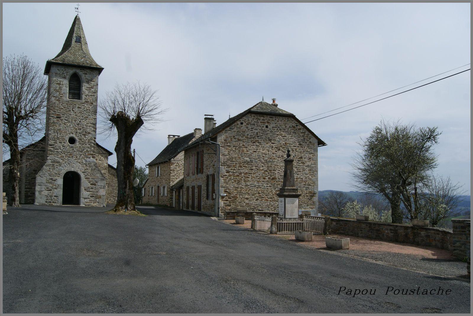 Le village de La  Peyrugue dans le Cantal