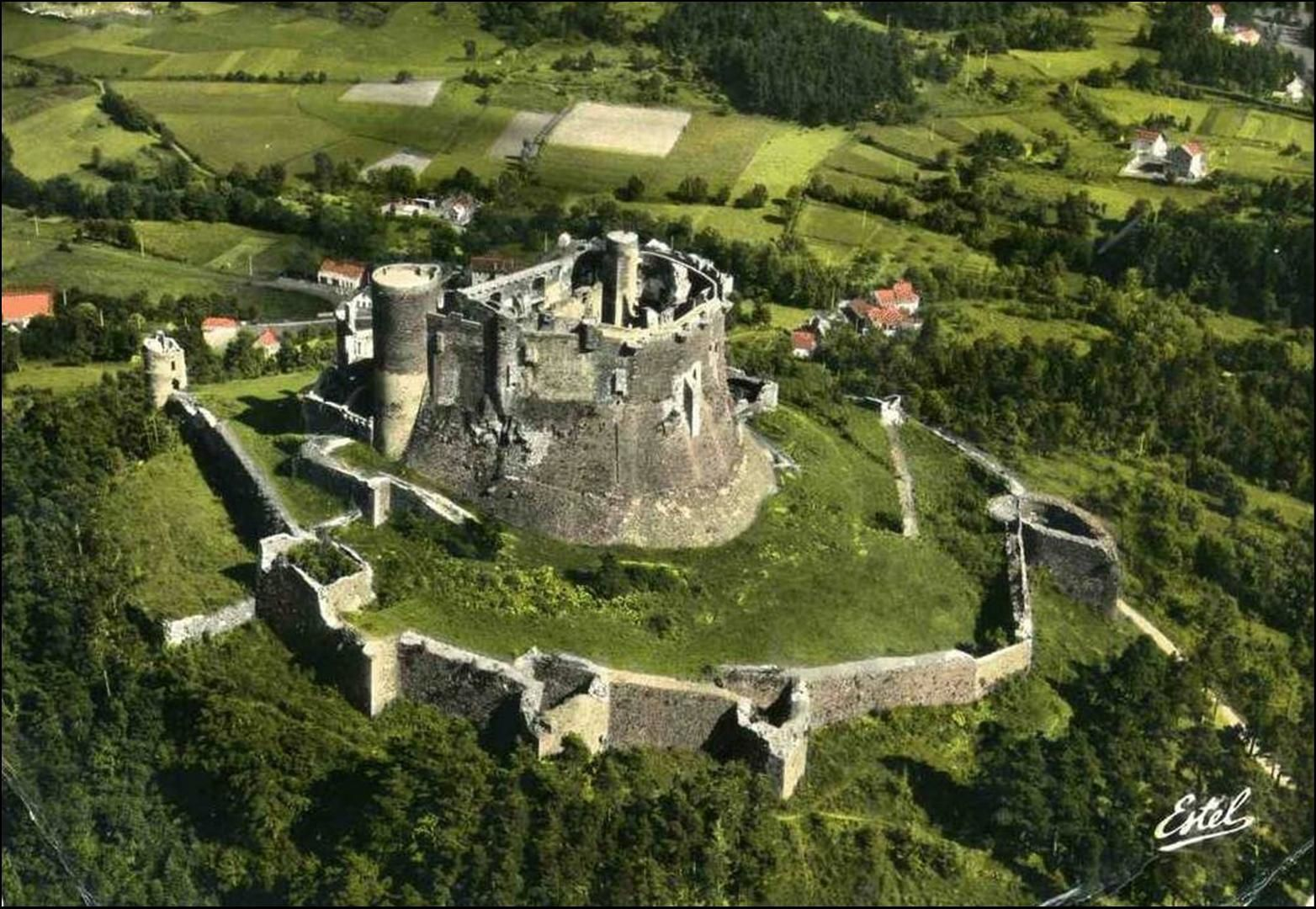 Les villages du Puy de Dome:    Murol