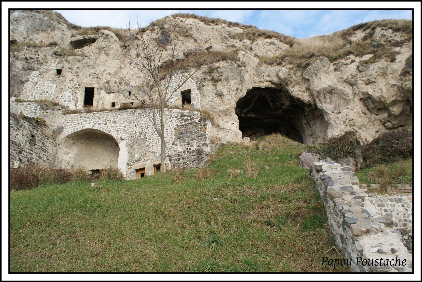 Les grottes troglodytes de Monton
