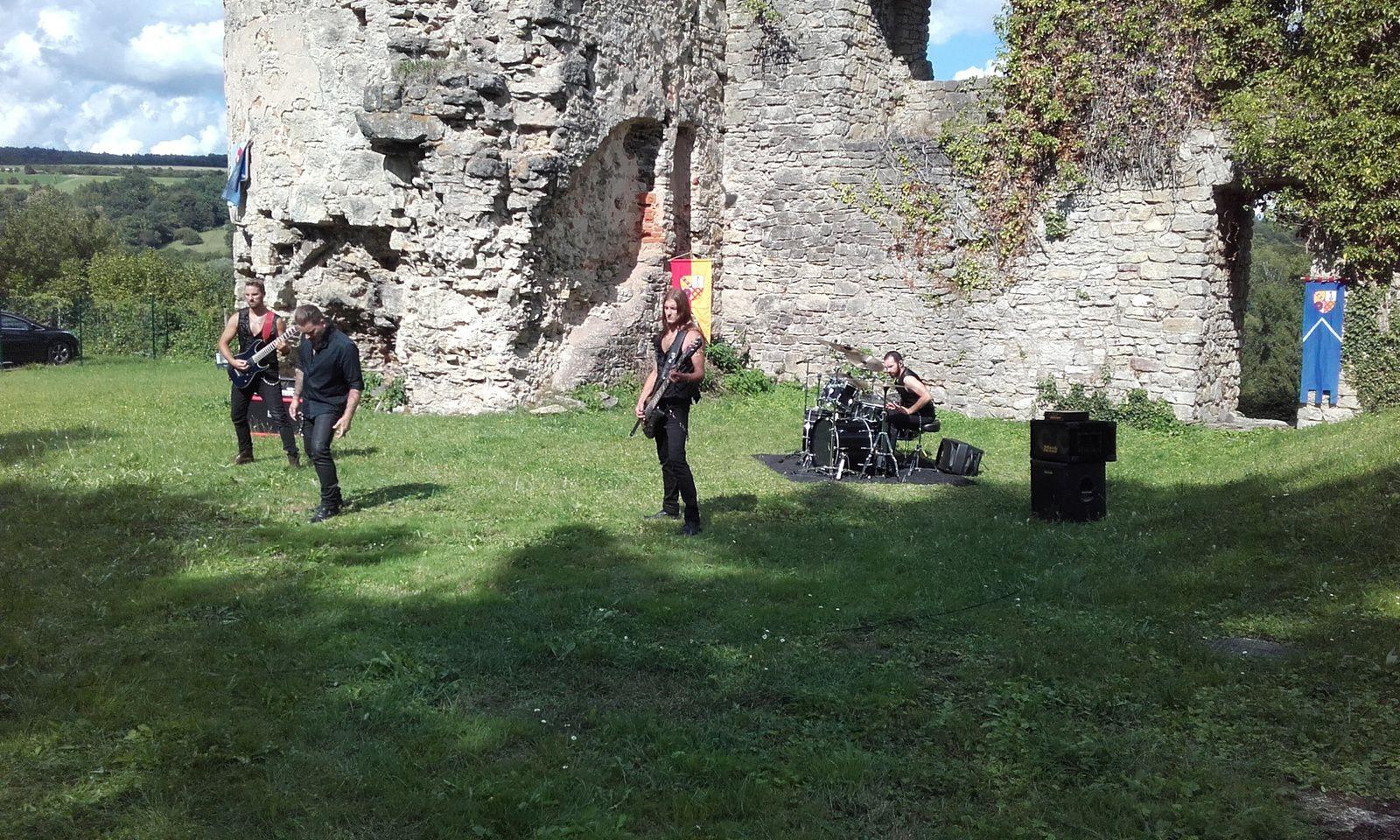 Tournage du clip du groupe rock les Seyminhol au château de Frauenberg le lundi 14 août. Ambiance chaleureuse, musiciens trés sympathiques.