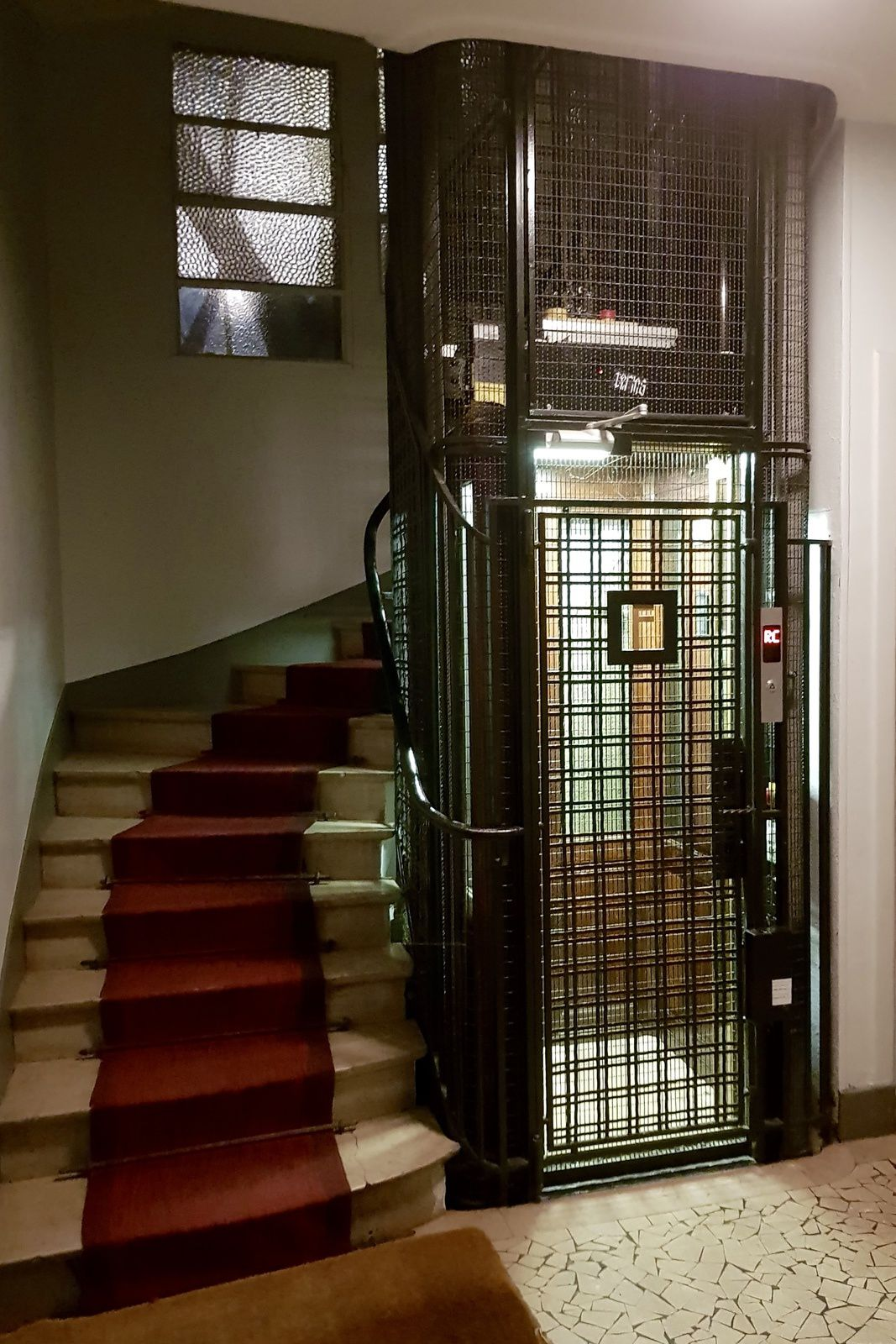 Ascenseur pour l'é... Parigos ...
