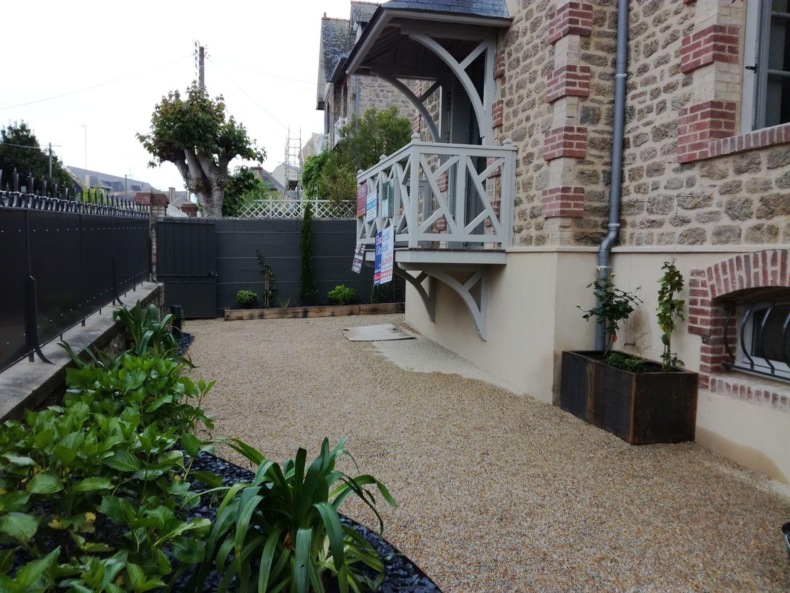 Aménagement extérieur d'un jardin de ville
