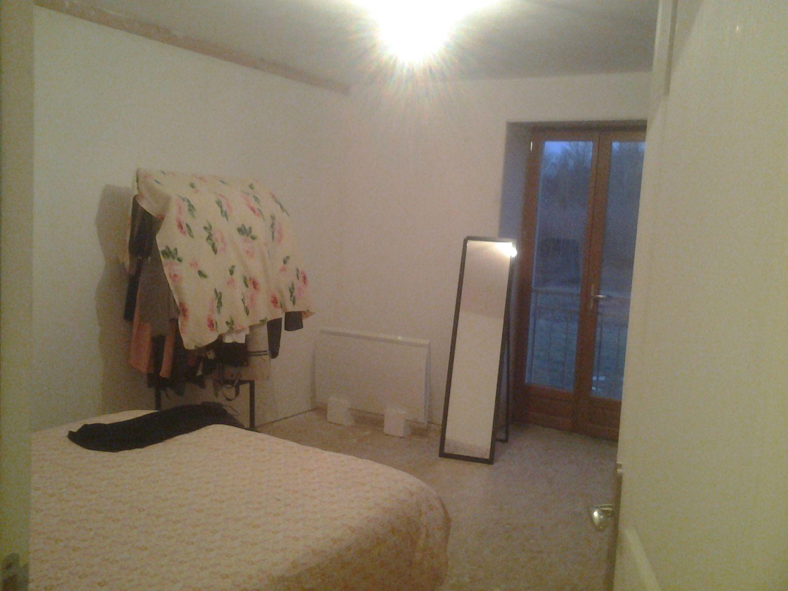 Bureau, chambre pour parents lol. Lumière,  électricité et chauffer.