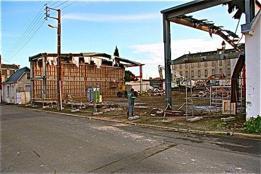 La déconstruction du gymnase de la rue de Tunis (en face de l'ancienne carrosserie) 11/2014