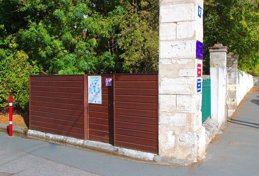 Trois bons exemples de locaux de présentation fermés ont été repérés proche du quartier à La Genette