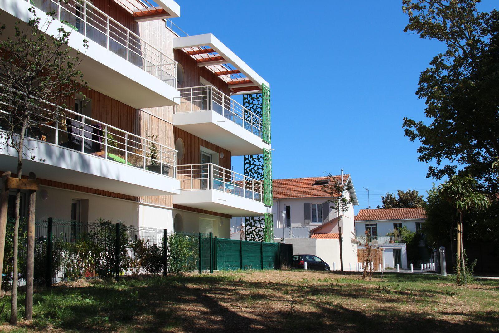 En arrière plan, les habitations des riverains en sortie est par la rue Eugène-Delacroix, Photos DGI/AG ©