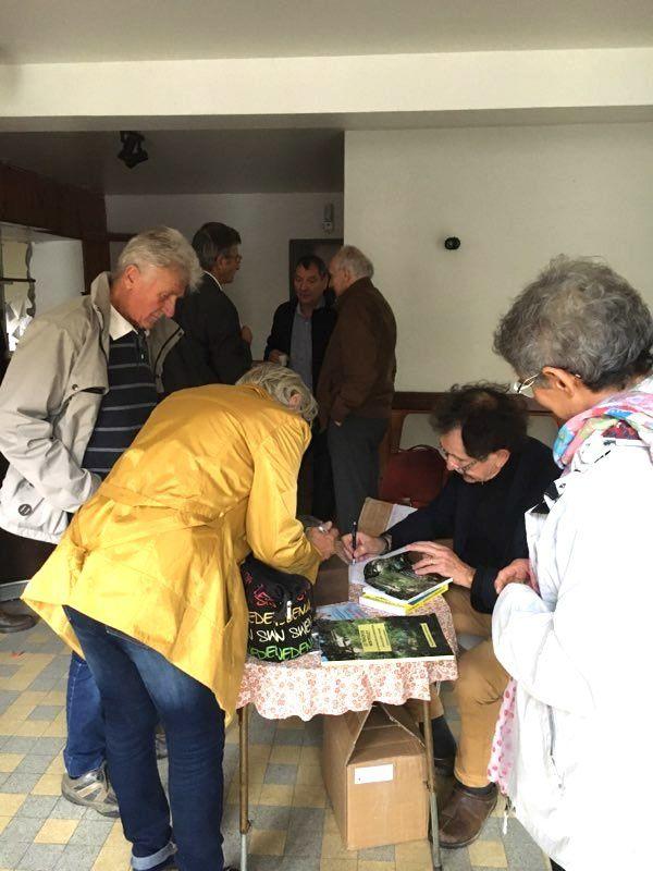 Une cinquantaine de futurs lecteurs sont venus au lancement Place de la Fontaine le 20 octobre