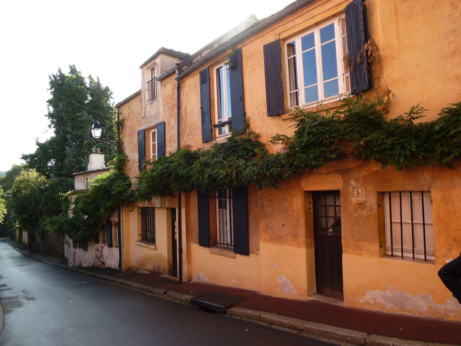 """Traversée du """"vieux"""" quartier de La Celle-Saint-Cloud au carrefour du Chemin de l'Ariel et de la rue du Murget."""