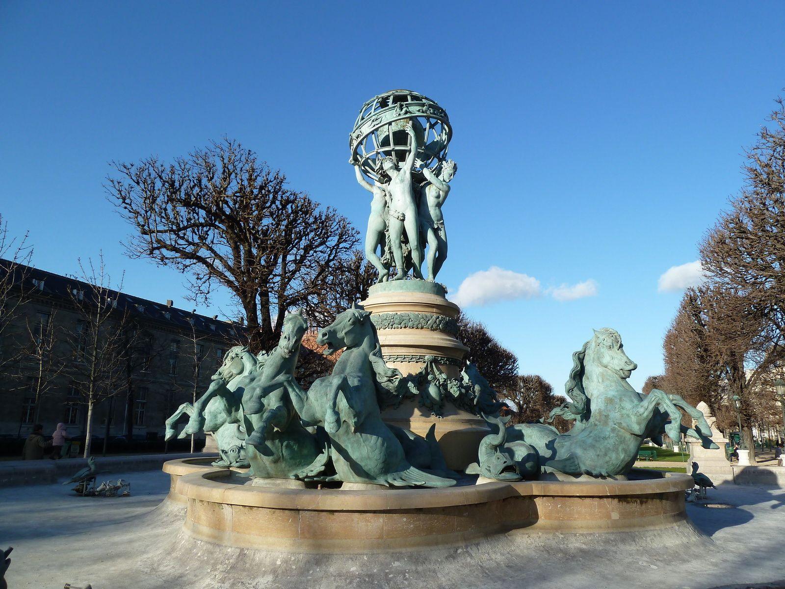 Après notre pause, nous avons continué notre promenade par les jardins de l'Observatoire dont la principale attraction est la superbe Fontaine Carpeaux, appelée également Fontaine de l'Observatoire, construite entre 1867 et 1874, elle est une œuvre collective réalisée par plusieurs grands sculpteurs Français, dont Gabriel Davioud et Jean-Baptiste Carpeaux.