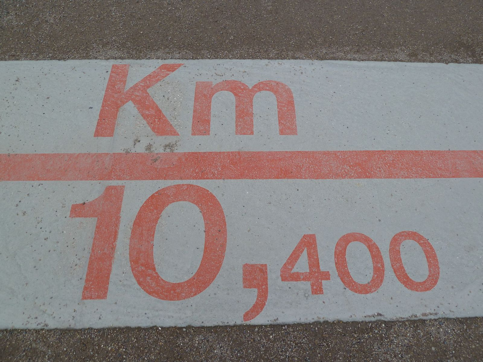 Nous avons découvert le nouveau tronçon de la petite ceinture.Un parcours de1,3 km, entre Balard et la rue Olivier de Serres (15e).   La promenade de 1,3 km de long commence au Km 10,4..