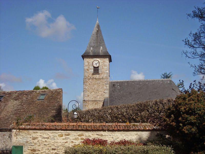 Datant du XIIIème siècle, l'église Saint-Blaise de Moulignon se compose d'une petite nef et d'une abside pentagonale éclairée par sept fenêtres. Elle fut longtemps une annexe de l'église de Saint-Ferréol avant de devenir, en 1851, une paroisse autonome, séparée de l'église de Saint-Fargeau.