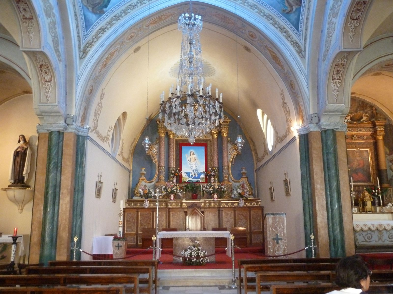Cathédrale catholique romaine Saint Jean-Baptiste construite en 1823, endommagée par le tremblement de terre du 9 juillet 1956, restaurée, elle a été rendue au culte en 1975.