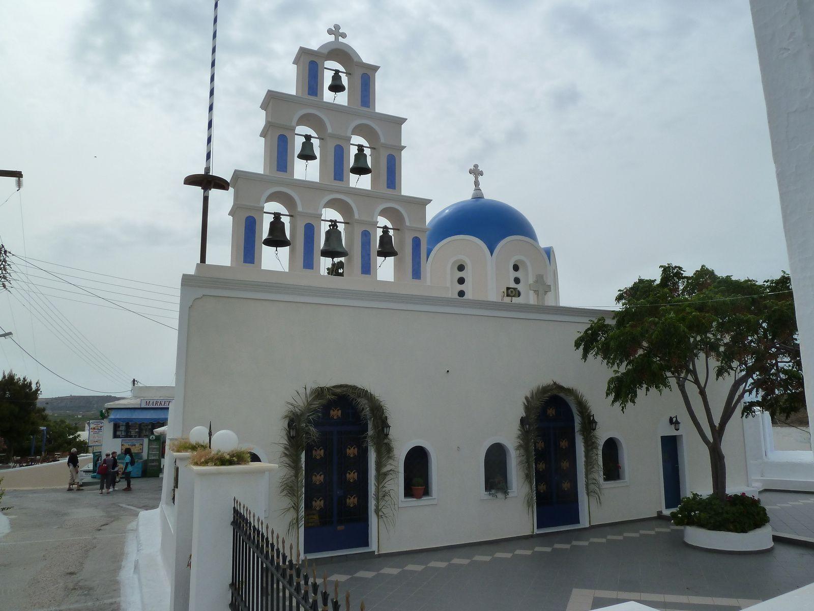 La ville actuelle est dominé par une jolie église avec abside et dômes à petit campanile..