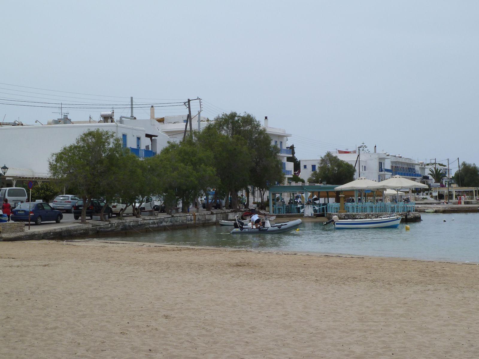 Petit port de pêche au sud de l'île situé dans une jolie baie, pas mal construit aussi...