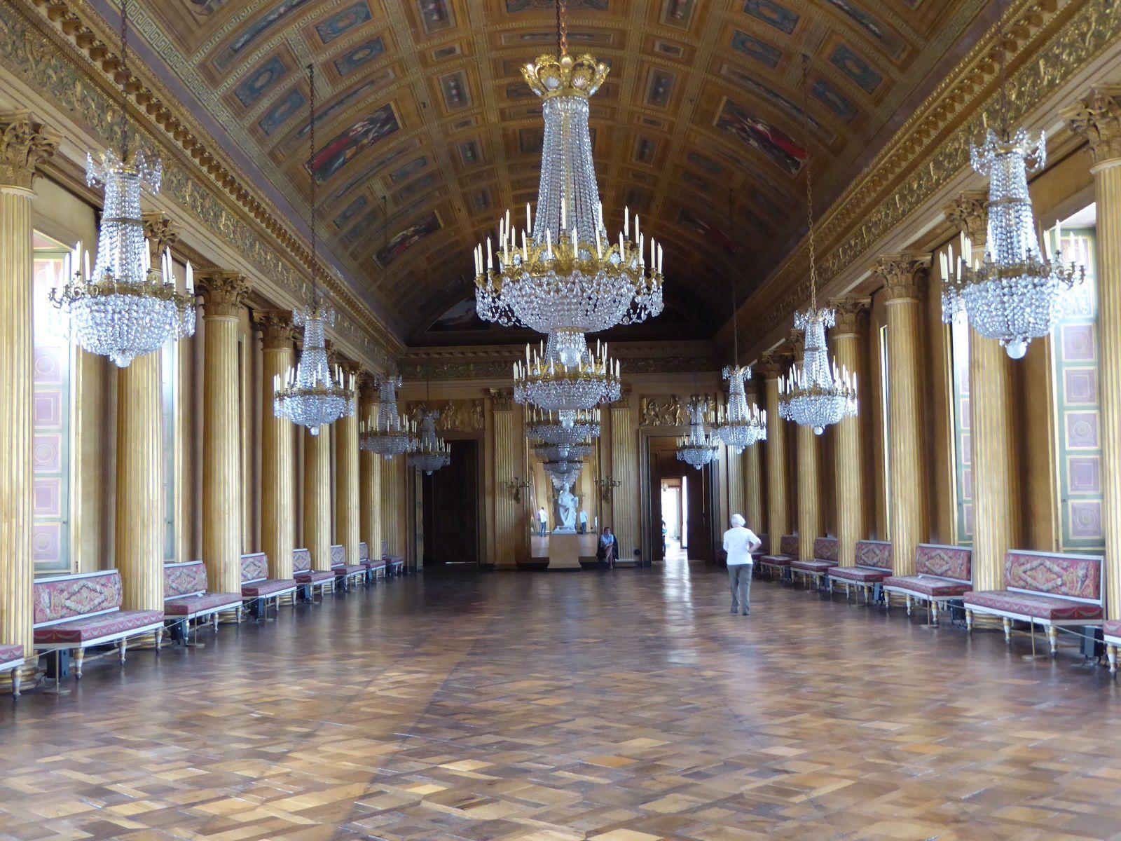 La galerie de bal - 45 mètres de long sur 13 mètres de large.