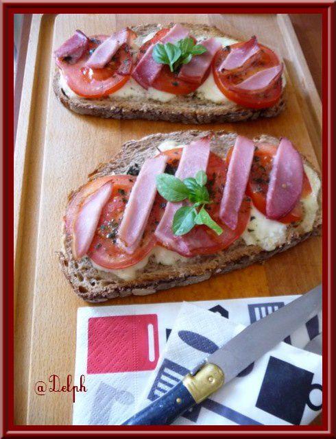 Tartines à la mozzarella, tomate et bacon