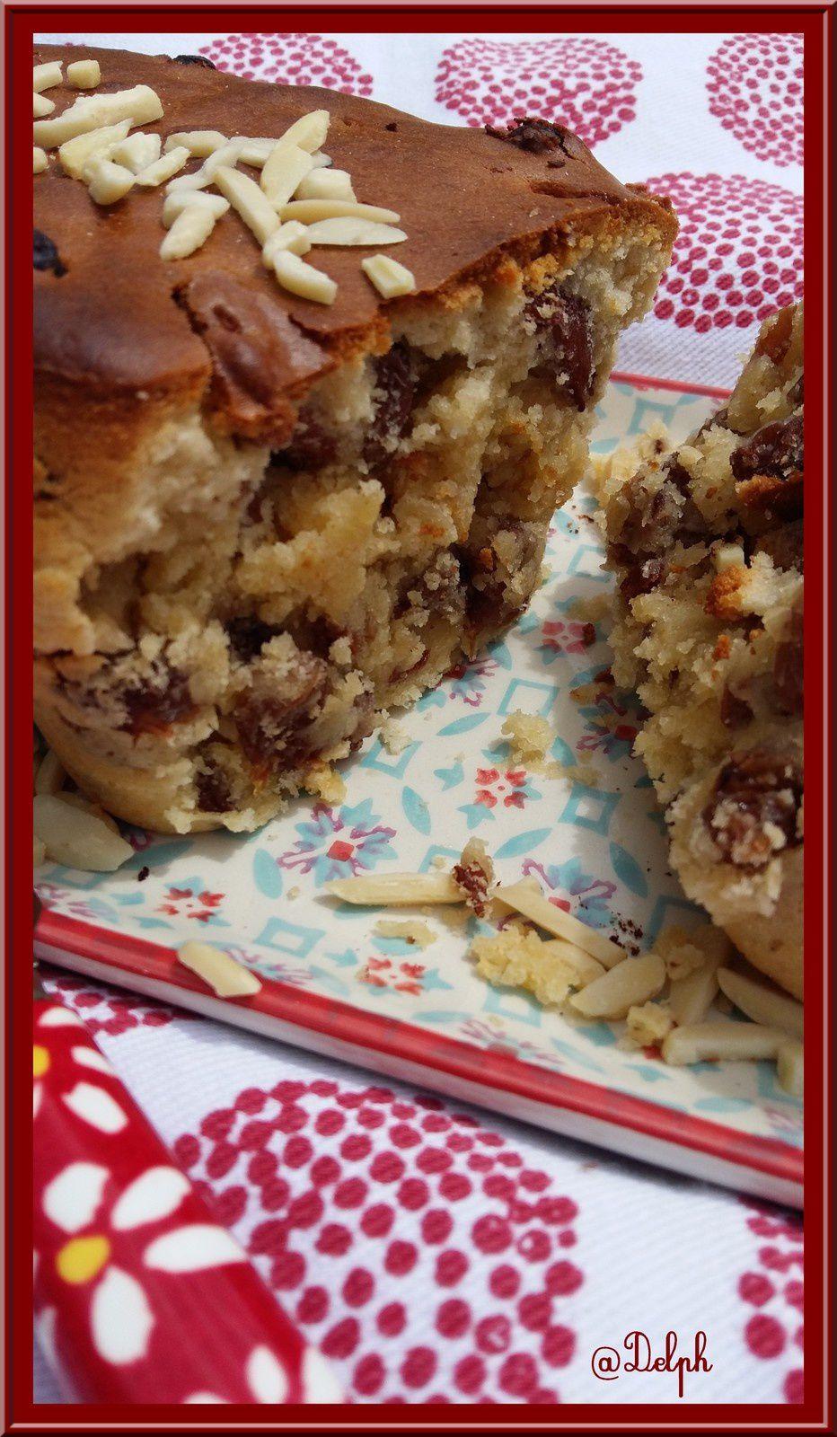 Cake aux raisins, noisettes et amandes